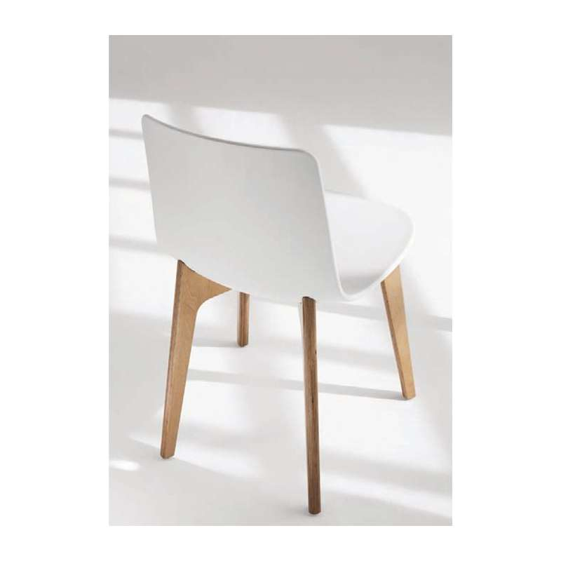 Chaise design en polypropyl ne lottus pieds bois enea - Table et chaise design ...