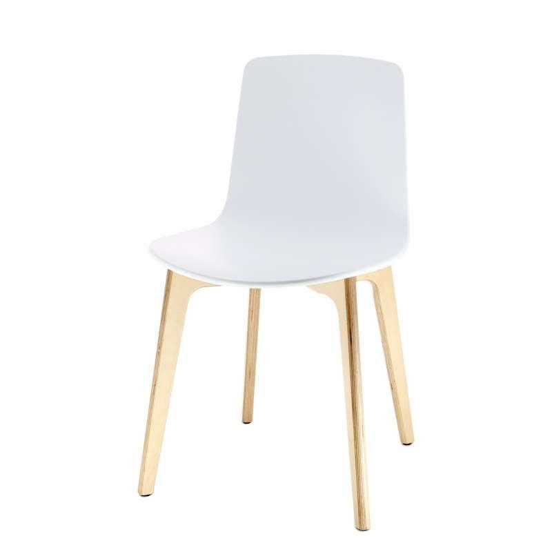 Chaise design en polypropyl ne lottus pieds bois enea for Chaise un pied