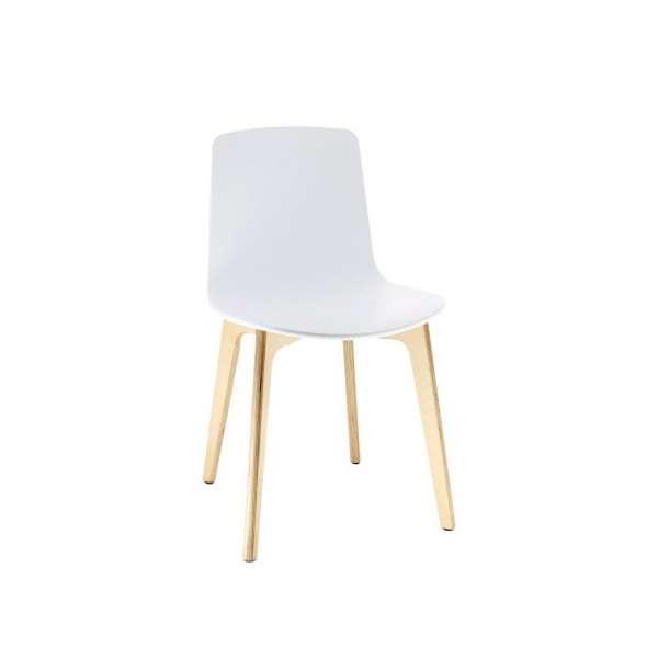 chaise design en polypropyl ne lottus pieds bois enea. Black Bedroom Furniture Sets. Home Design Ideas