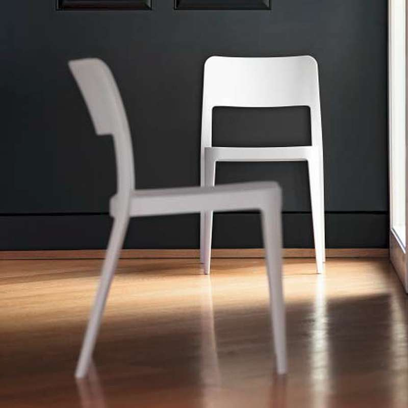 chaise moderne en polypropyl ne nen midj 4 pieds tables chaises et tabourets. Black Bedroom Furniture Sets. Home Design Ideas