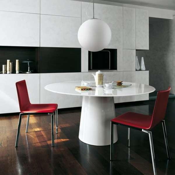 table ronde design en verre totem sovet 4 pieds. Black Bedroom Furniture Sets. Home Design Ideas