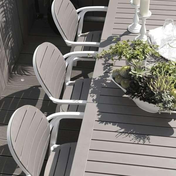 Table de jardin avec allonge en polypropylène blanc et taupe - Alloro - 2