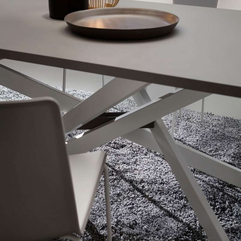 Table de salle manger design en fenix renzo 4 pieds for Table de salle a manger 4 pieds