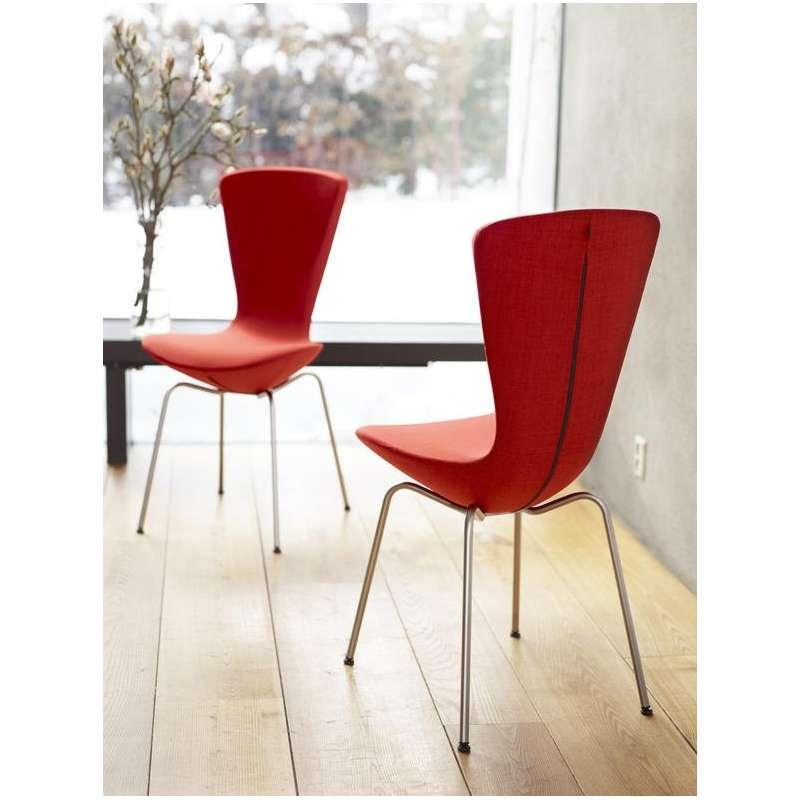 Chaise design ergonomique en tissu et m tal invite for Chaise norvegienne
