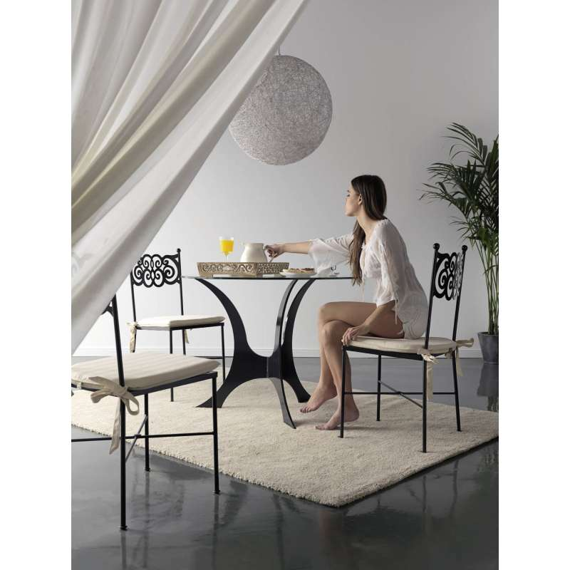 table en fer forg ronde milos granada 4 pieds tables. Black Bedroom Furniture Sets. Home Design Ideas