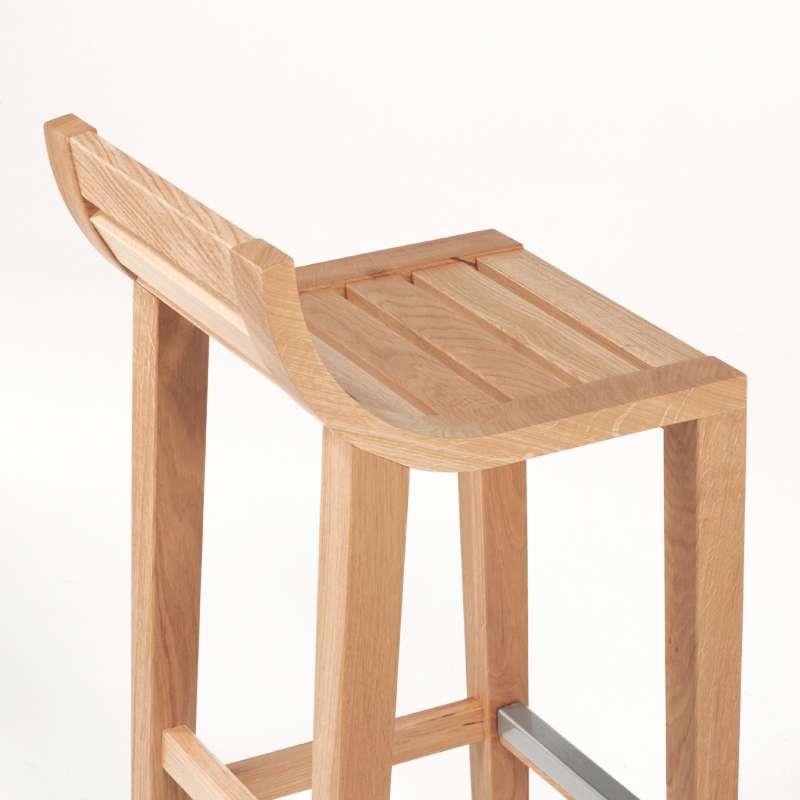 Tabouret contemporain en chêne avec une assise en bois massif de fabrication française