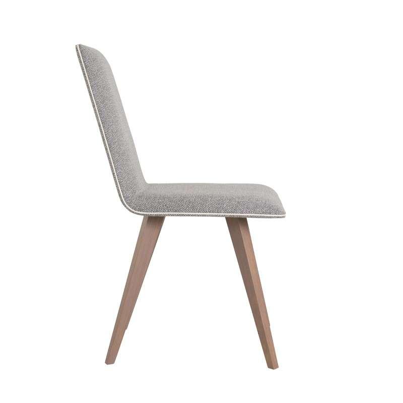 chaise moderne en bois et tissu enoa 4 pieds tables chaises et tabourets. Black Bedroom Furniture Sets. Home Design Ideas