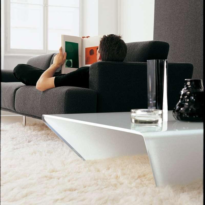 Table basse design rectangulaire ou carr e en verre for Table basse design 3 pieds