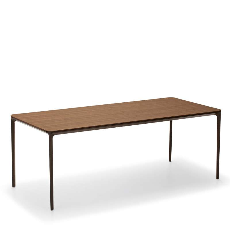 Table design extensible en bois slim sovet 4 pieds for Table extensible 4 chaises