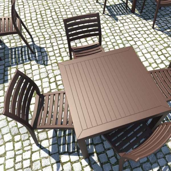 Table de terrasse carr e en r sine ares 4 pieds for Table exterieur 4 personnes