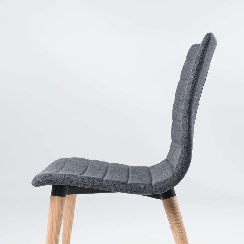 chaise scandinave en tissu avec pieds en bois doris 4. Black Bedroom Furniture Sets. Home Design Ideas