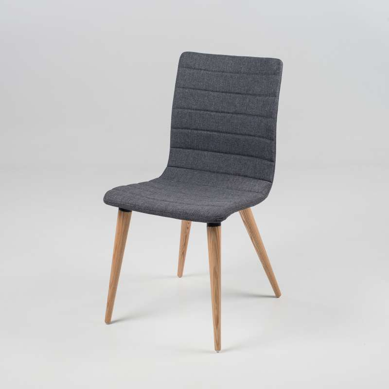 chaise scandinave en tissu et bois doris 4 pieds tables chaises et tabourets. Black Bedroom Furniture Sets. Home Design Ideas