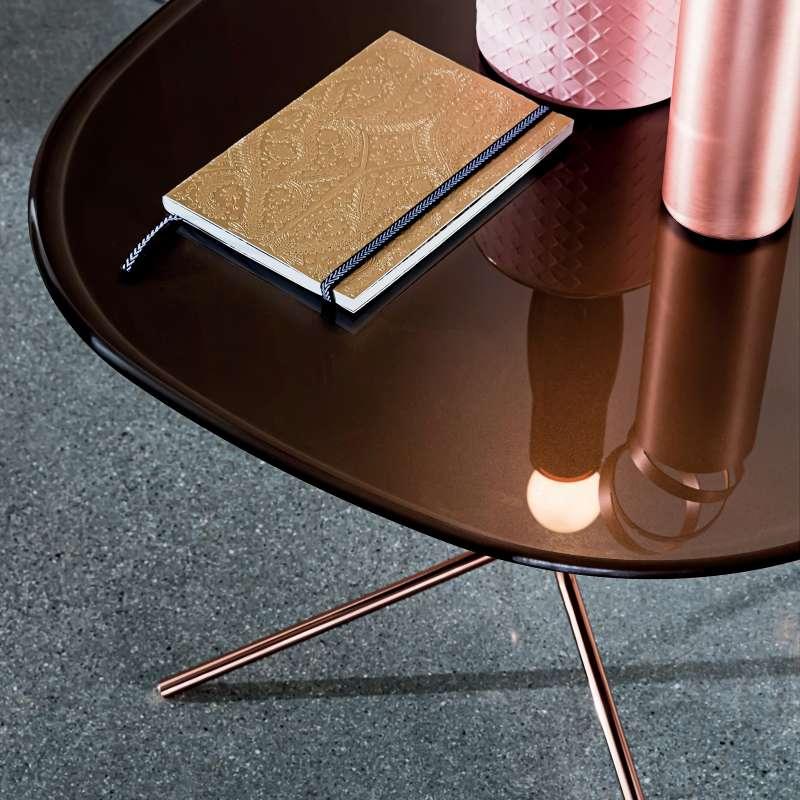 Table basse design en verre et m tal genius 4 pieds tables chaises et tabourets - Bout de verre dans le pied ...