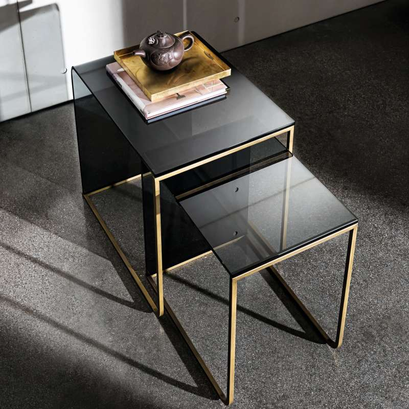 Table basse gigogne en verre nido 4 pieds tables for Table verre design italien