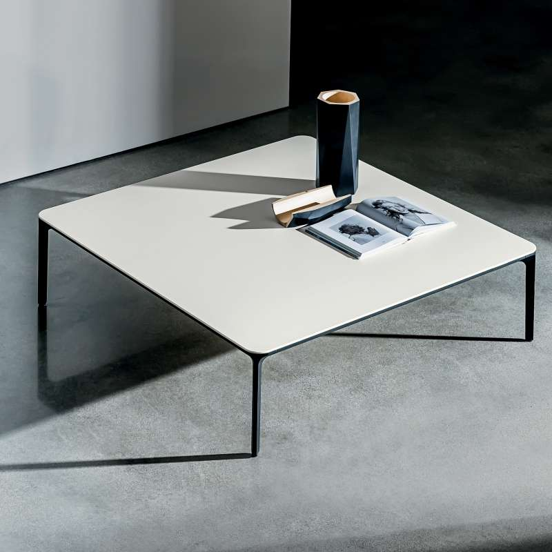 table basse carr e en c ramique slim 4 pieds tables. Black Bedroom Furniture Sets. Home Design Ideas