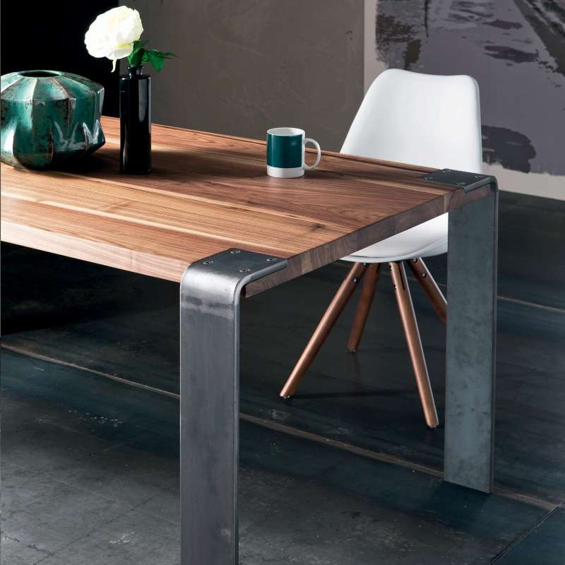 Table design industriel en bois massif et m tal siviglia for Table bois metal design