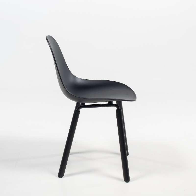 Chaise design en polypropyl ne et bois ta kubikoff 4 for Chaise 4 pieds design