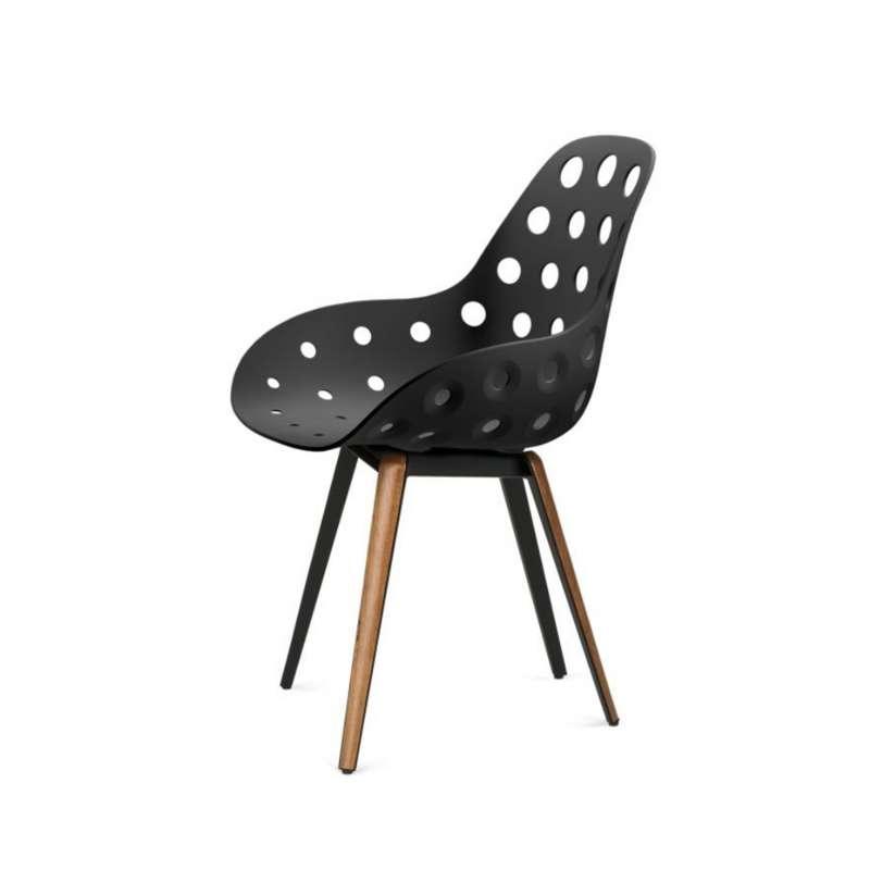 Chaise design ajour e en polypropyl ne m tal et bois for Chaises design bois et metal