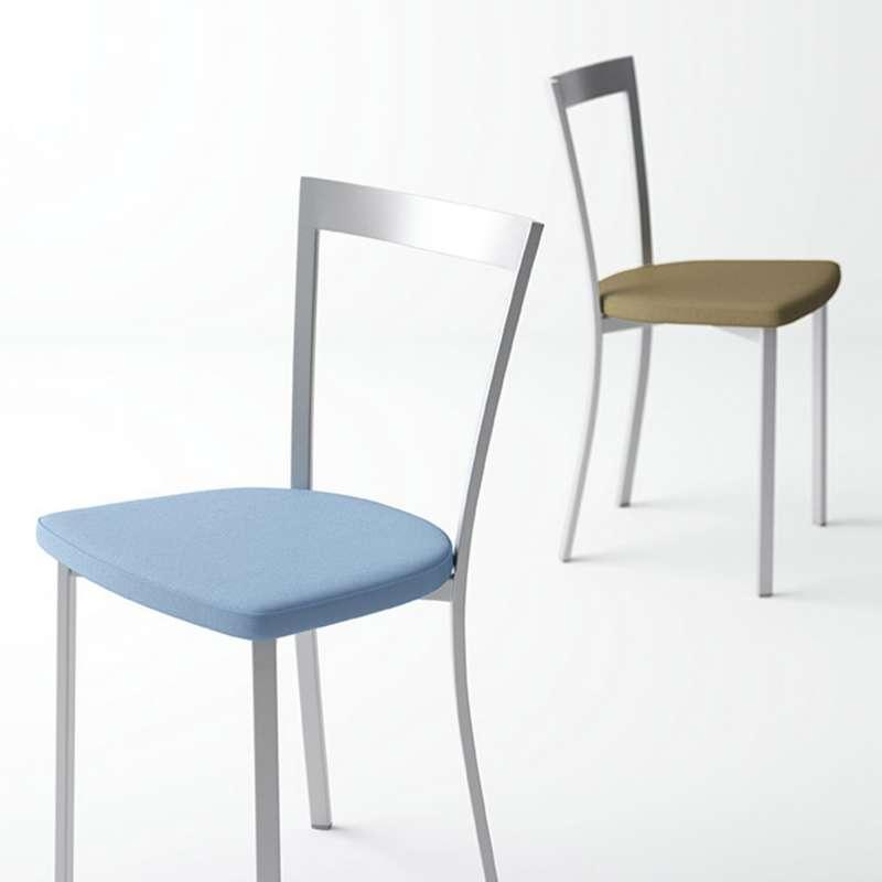 Chaise De Cuisine Moderne En Synth Tique Et M Tal Spirit 4 Pieds Tables Chaises Et Tabourets