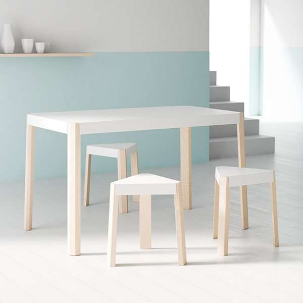 tabouret bas triangulaire en m tal et bois podio 4. Black Bedroom Furniture Sets. Home Design Ideas
