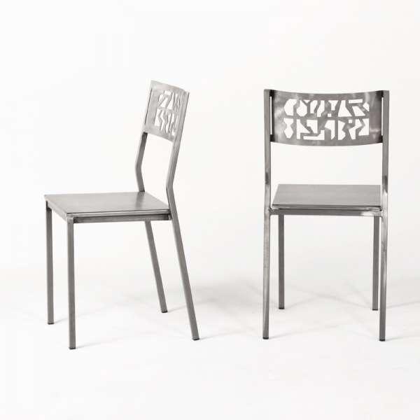 Chaise industrielle en m tal slide 4 pieds tables for Cuisine metal brosse