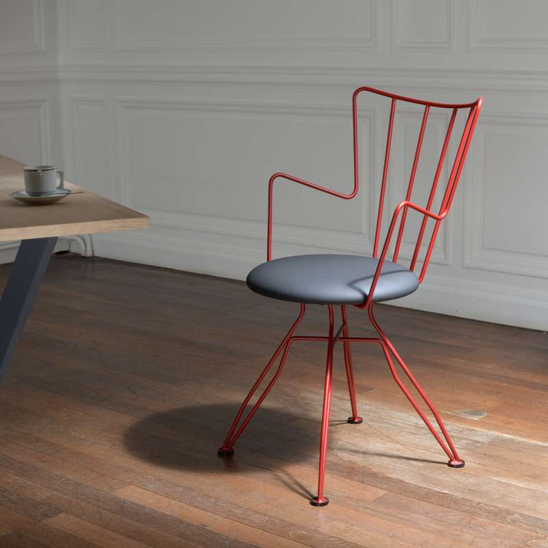 Chaise design en synth tique et m tal well 4 pieds for Chaise sejour design