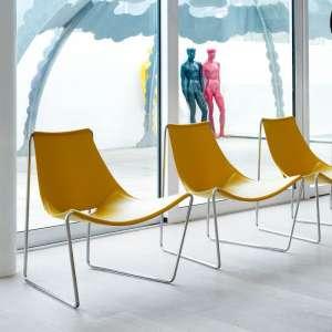 Chaise transat design en croûte de cuir jaune et métal chromé - Apelle Midj®