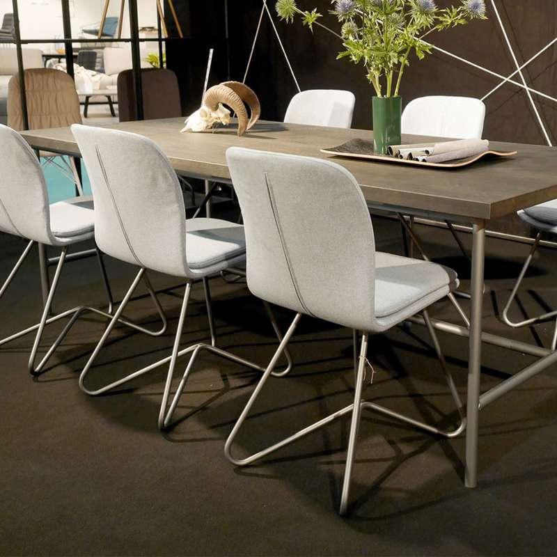 Chaise design de salle manger avec coque en tissu - Table de salle a manger avec chaises ...