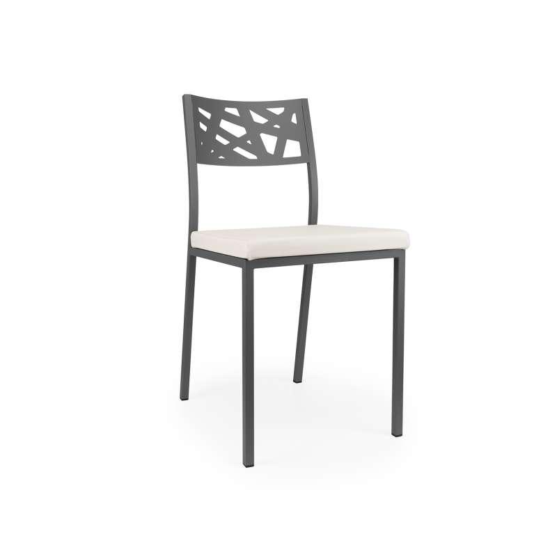 Chaise de cuisine assise rembourr e avec dossier aux motifs g om triques ajour s tirza 4 - Un dossier de chaise ...