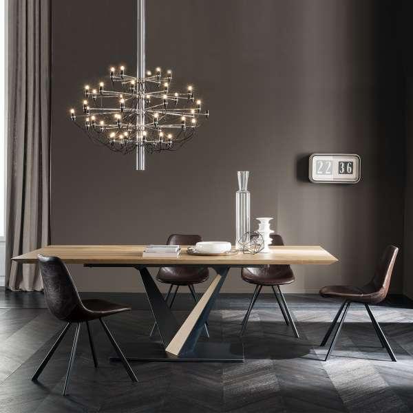 table design style industriel avec pied central en v et plateau en ch ne massif toledo west. Black Bedroom Furniture Sets. Home Design Ideas