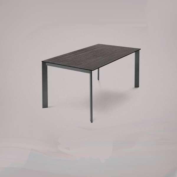 Table en c ramique rectangulaire extensible avec pieds en for Table en ceramique rectangulaire