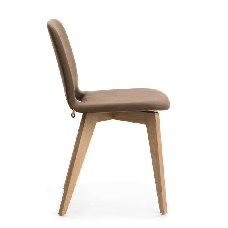Chaise scandinave en tissu avec pieds en bois Pamp Mobitec