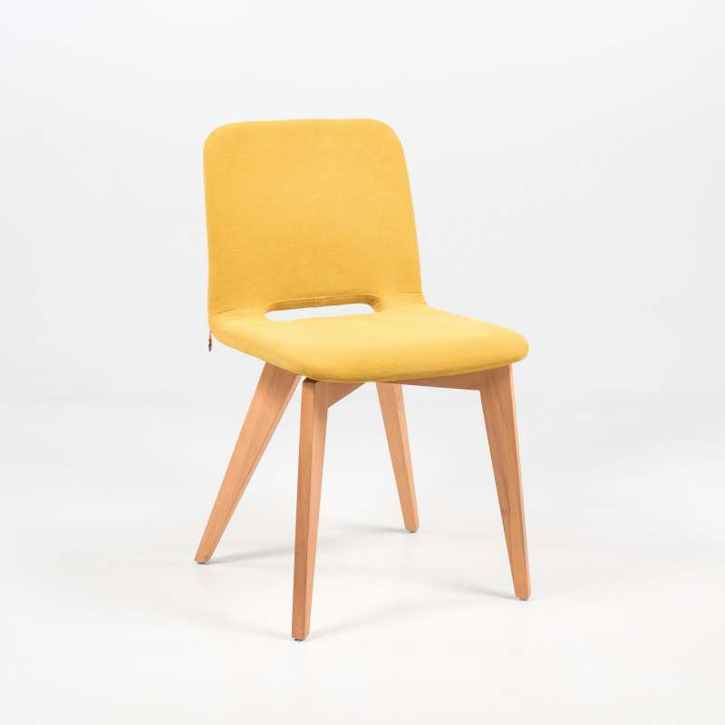 Chaise scandinave en tissu avec pieds bois pamp mobitec for Chaise avec pied en bois