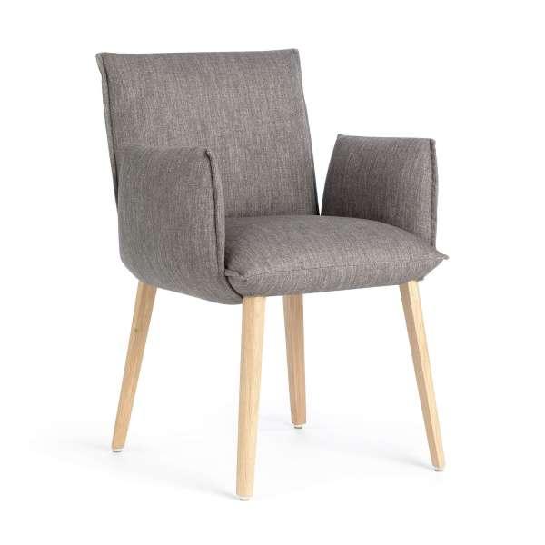 fauteuil cocooning en tissu avec pieds en bois massif. Black Bedroom Furniture Sets. Home Design Ideas