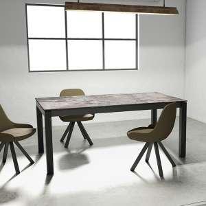 Table en Dekton Trilum gris rectangulaire avec pieds en métal anthracite avec fauteuils Aris - Lakera