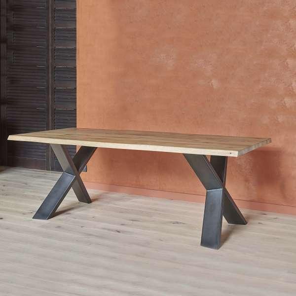 Table rectangulaire en chêne massif et piétement métallique en croix - Forest
