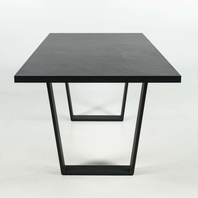 Table design en mélaminé avec pieds en traineau en métal - Trapani ...