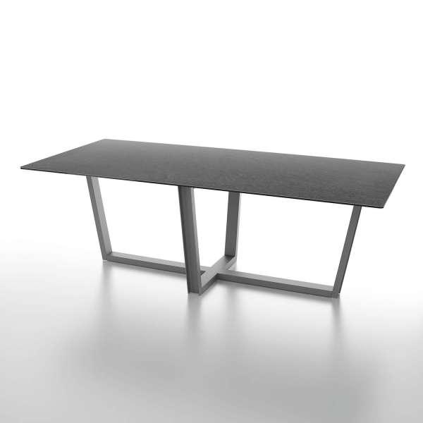 Table de s jour design en c ramique rectangulaire pieds en for Table en ceramique rectangulaire