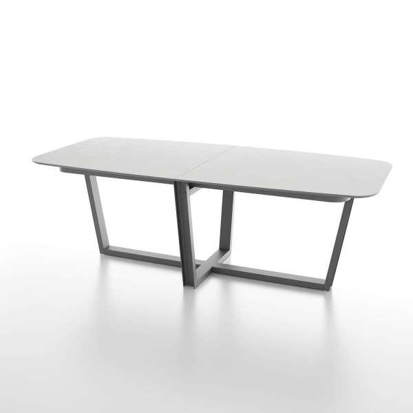 table tonneau en verre design et pi tement en m tal. Black Bedroom Furniture Sets. Home Design Ideas