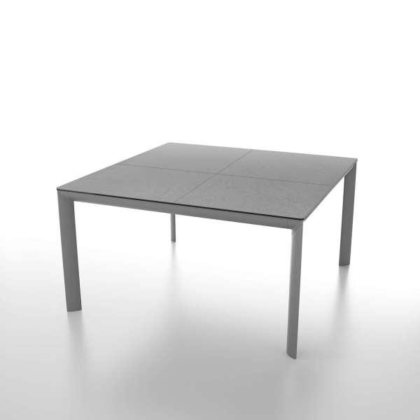 table carr e extensible en c ramique et pieds en m tal. Black Bedroom Furniture Sets. Home Design Ideas