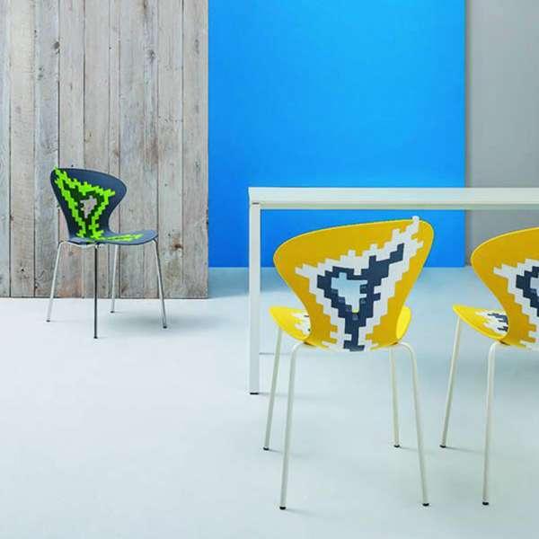 Chaise multicolore de designer empilable avec motifs déstructurés - Big Bang