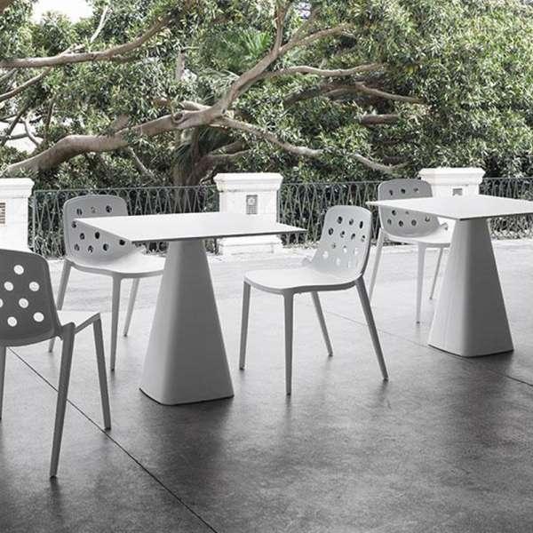 Chaise d'extérieur moderne empilable en technopolymère - Isidora