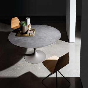 Table ronde design en céramique grise avec pied central - Flûte Sovet®